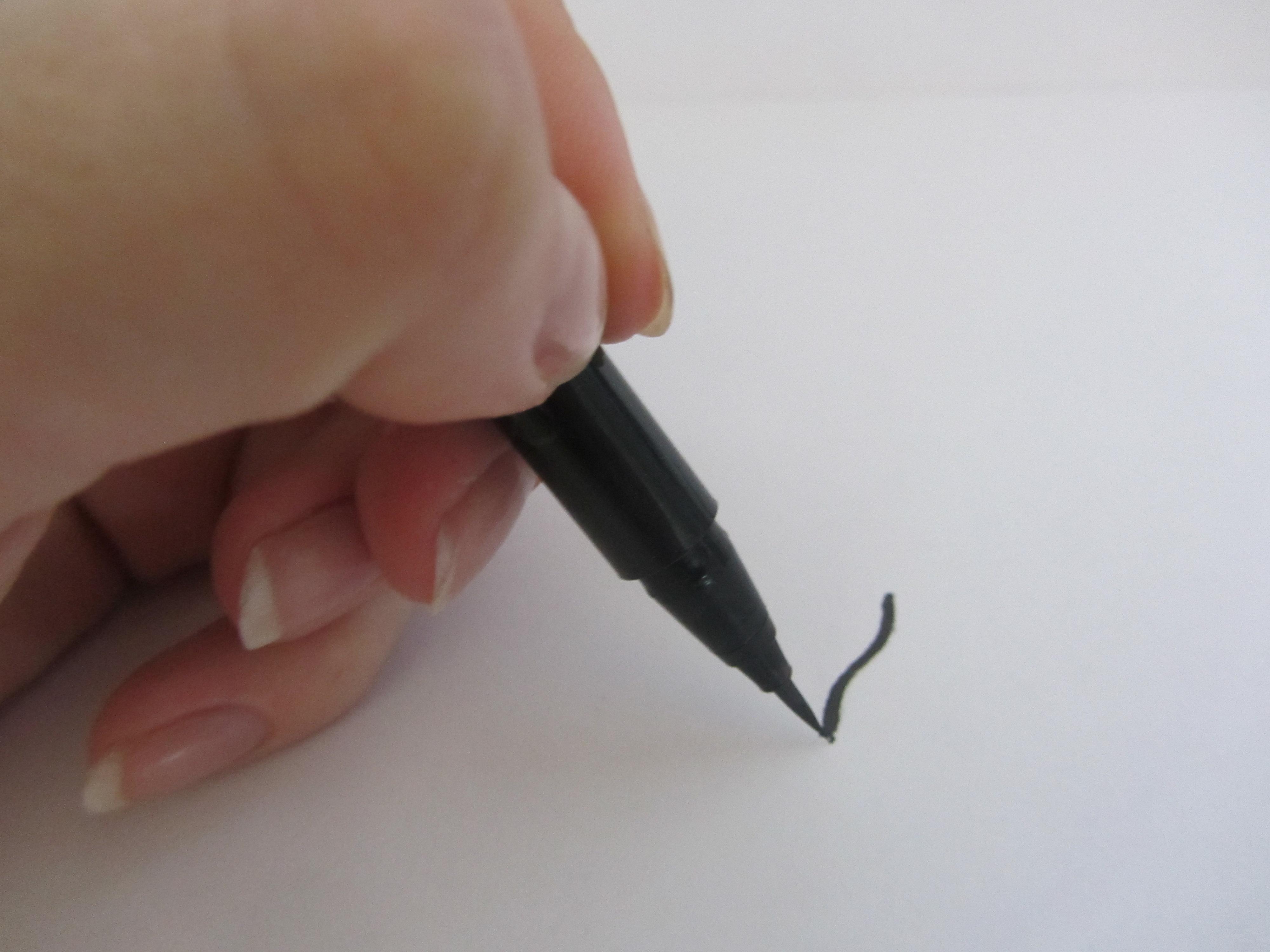 Pretty Easy Liquid Eyelining Pen by Clinique #13